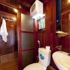 Отель Halong Aurora Cruises Халонг ванная
