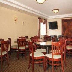 Отель All Seasons Inn and Suites питание