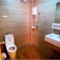 Отель Lanta Bee Garden Bungalow Таиланд, Ланта - отзывы, цены и фото номеров - забронировать отель Lanta Bee Garden Bungalow онлайн ванная фото 2