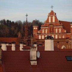 Отель Writers Apartment Литва, Вильнюс - 2 отзыва об отеле, цены и фото номеров - забронировать отель Writers Apartment онлайн балкон