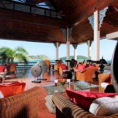 Отель The Royal Phuket Yacht Club гостиничный бар