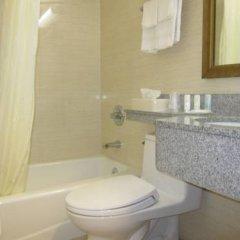 Отель Comfort Inn At LaGuardia Airport США, Нью-Йорк - отзывы, цены и фото номеров - забронировать отель Comfort Inn At LaGuardia Airport онлайн ванная фото 2