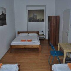 Отель Aston Hostel Польша, Краков - отзывы, цены и фото номеров - забронировать отель Aston Hostel онлайн удобства в номере фото 2