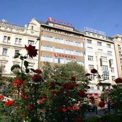 Отель Ramada by Wyndham Prague City Centre вид на фасад