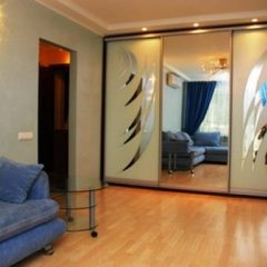 Апартаменты St Apartments On Druzhby Narodiv комната для гостей фото 3