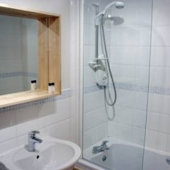 Отель Lets Edinburgh Великобритания, Эдинбург - отзывы, цены и фото номеров - забронировать отель Lets Edinburgh онлайн ванная