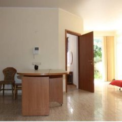 Апартаменты Menshikov Apartments in Arkadiya комната для гостей фото 4