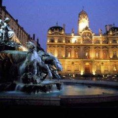 Отель Fenêtre sur Cour Франция, Лион - отзывы, цены и фото номеров - забронировать отель Fenêtre sur Cour онлайн