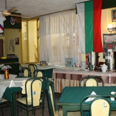 Отель Sunny Varshava Hotel Болгария, Золотые пески - 1 отзыв об отеле, цены и фото номеров - забронировать отель Sunny Varshava Hotel онлайн гостиничный бар фото 3