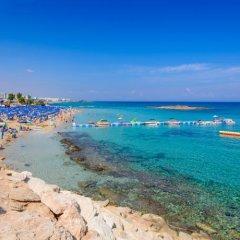 Отель Fig Tree Bay Villa 10 Кипр, Протарас - отзывы, цены и фото номеров - забронировать отель Fig Tree Bay Villa 10 онлайн пляж фото 2
