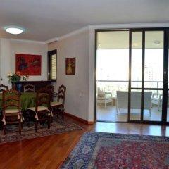 Апартаменты Ziv Apartments - Brasil 1 Тель-Авив комната для гостей фото 2