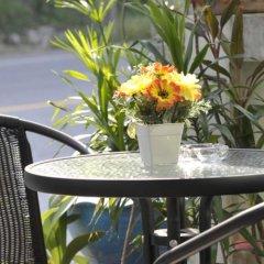 Отель Karon Thira Guesthouse балкон