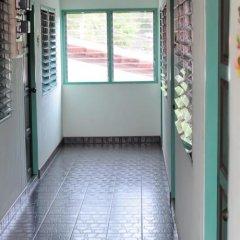 Отель Karon Thira Guesthouse парковка