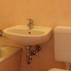 Отель OSTEL - Das DDR Hostel Германия, Берлин - 3 отзыва об отеле, цены и фото номеров - забронировать отель OSTEL - Das DDR Hostel онлайн ванная