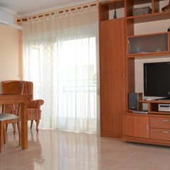 Отель Los Pinares Seaview Apartments Испания, Бланес - отзывы, цены и фото номеров - забронировать отель Los Pinares Seaview Apartments онлайн комната для гостей фото 3
