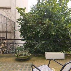 Отель Studios Paris Bed & Breakfast Le Jardin de Montmartre Париж балкон