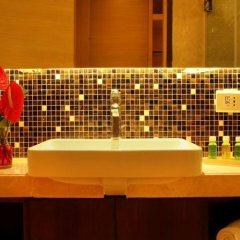 The Metropolitan Hotel and Spa New Delhi in New Delhi, India from 156$, photos, reviews - zenhotels.com bathroom photo 2