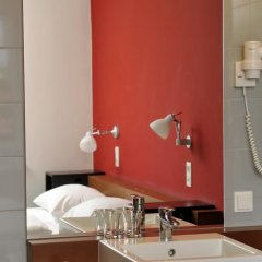 Отель Gartenhotel Altmannsdorf Low Budget Designhotel Австрия, Вена - отзывы, цены и фото номеров - забронировать отель Gartenhotel Altmannsdorf Low Budget Designhotel онлайн ванная фото 2