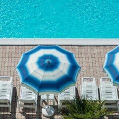Hotel Corinna Римини бассейн фото 3