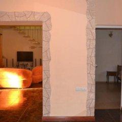 Отель Nork-Marash Villa сейф в номере