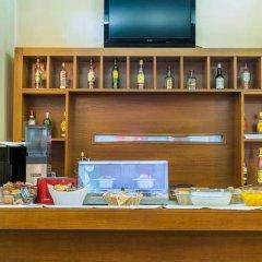 Отель Aegeon Hotel Греция, Салоники - 4 отзыва об отеле, цены и фото номеров - забронировать отель Aegeon Hotel онлайн гостиничный бар