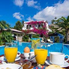 Отель Holiday Beach Resort Греция, Остров Санторини - отзывы, цены и фото номеров - забронировать отель Holiday Beach Resort онлайн питание фото 2