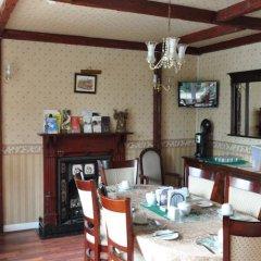 Отель Debden Guest House в номере