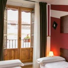Отель Hostal La Casa de La Plaza балкон