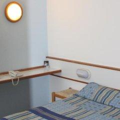 Отель Climotel сейф в номере