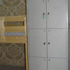 Hostel Dostoyevsky сейф в номере