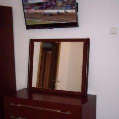 Отель Pensao Residencial Camoes сейф в номере