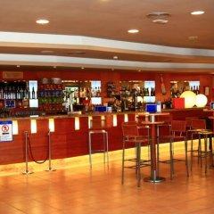 Отель Ohtels Vila Romana Испания, Салоу - 5 отзывов об отеле, цены и фото номеров - забронировать отель Ohtels Vila Romana онлайн гостиничный бар