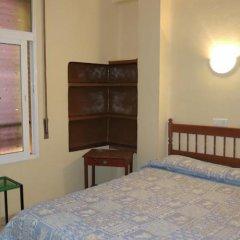 Отель Hostal Guillot Торремолинос комната для гостей фото 5