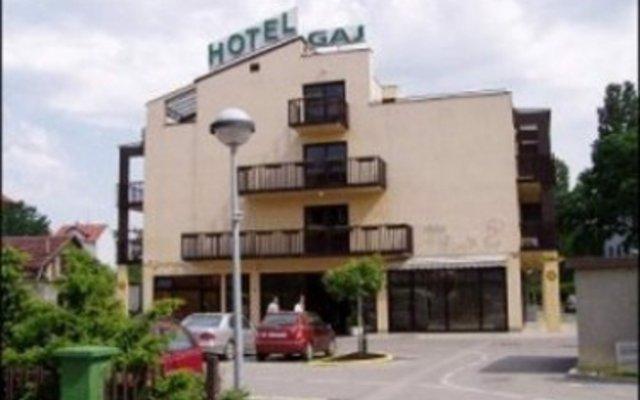 Отель Gaj вид на фасад