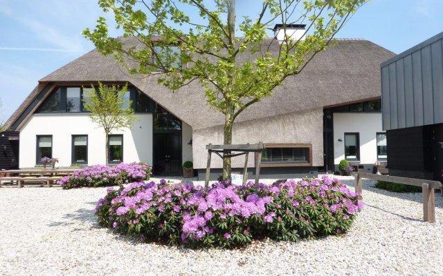 Отель Landgoed Emelaar Lodge вид на фасад