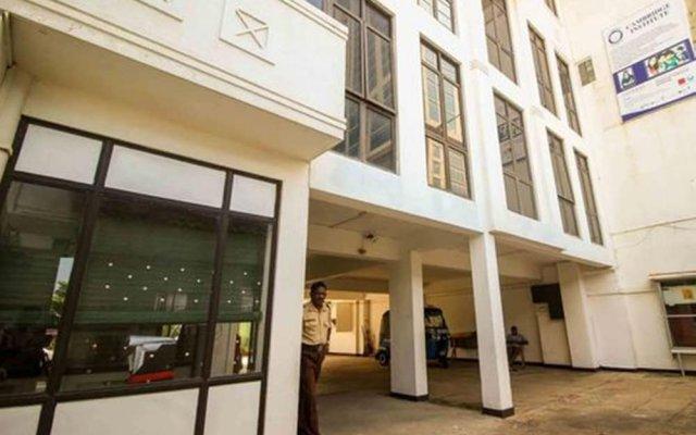 Отель Yoho Galle Face Cove Шри-Ланка, Коломбо - отзывы, цены и фото номеров - забронировать отель Yoho Galle Face Cove онлайн вид на фасад