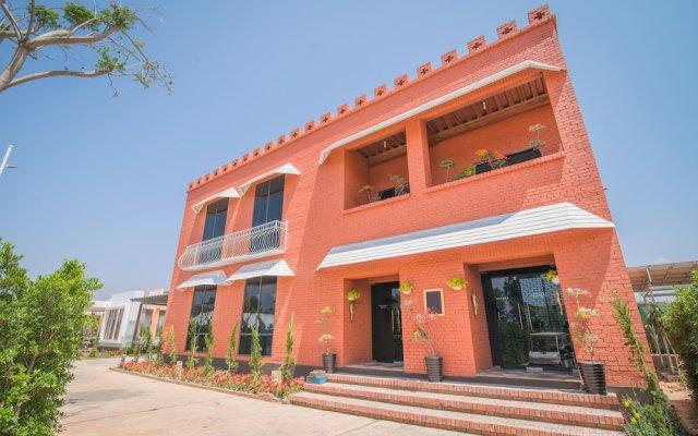 Отель Royal Airstrip Hotel Мьянма, Хехо - отзывы, цены и фото номеров - забронировать отель Royal Airstrip Hotel онлайн вид на фасад