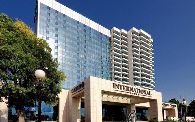 Отель INTERNATIONAL Hotel Casino & Tower Suites Болгария, Золотые пески - 2 отзыва об отеле, цены и фото номеров - забронировать отель INTERNATIONAL Hotel Casino & Tower Suites онлайн вид на фасад