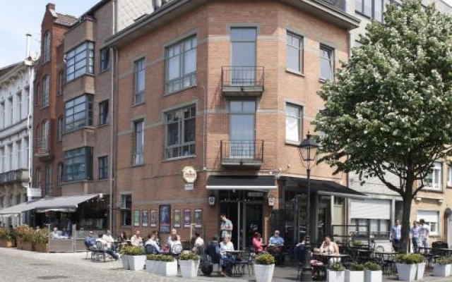 Отель B&B Antwerp Harbour View вид на фасад