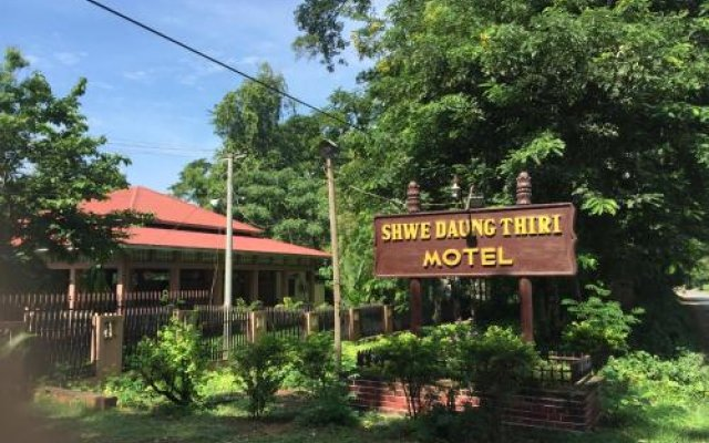 Отель Shwe Daung Thiri Motel Burmese Only Пром вид на фасад