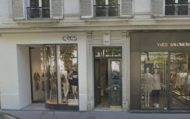 Отель Avenue Montaigne Champs Elysees Paris Париж вид на фасад