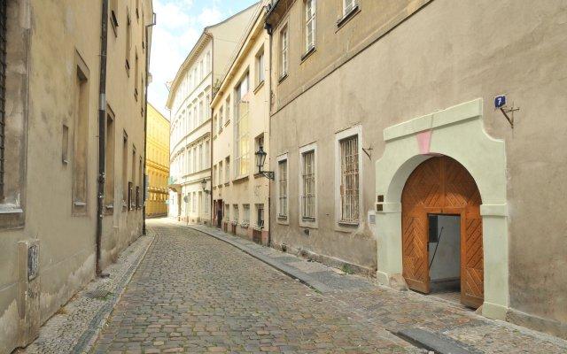 Апартаменты Apartment house Anenská вид на фасад