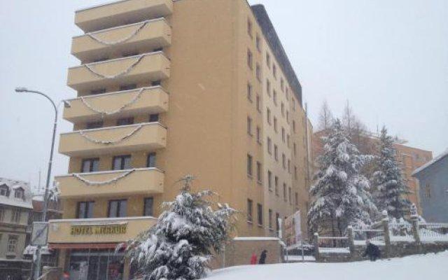 Hotel Merkur - Jablonec Nad Nisou Яблонец-над-Нисой вид на фасад