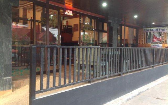 Отель Ben @ Lek Gay Friendly Guesthouse вид на фасад