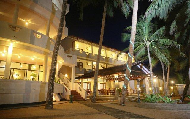 Oasey Beach Hotel вид на фасад