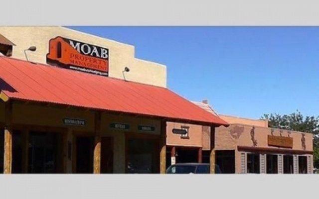 Отель Moab Lodging Vacation Rentals вид на фасад
