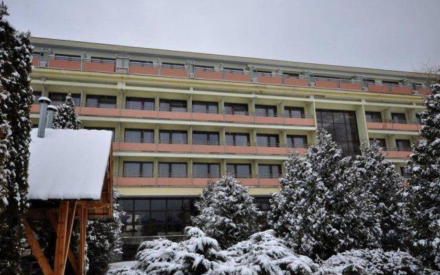 Отель Ośrodek Konferencyjno Wypoczynkowy Hyrny Закопане вид на фасад