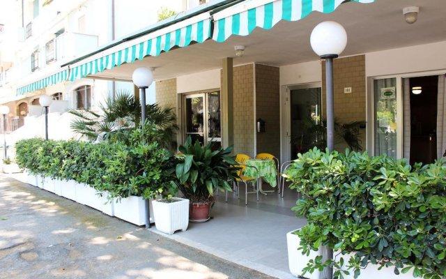 Hotel Leda вид на фасад