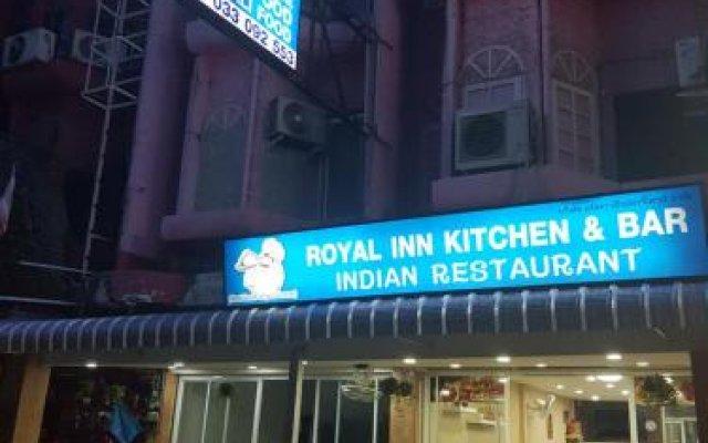 Отель Royal Inn Kitchen and Bar вид на фасад