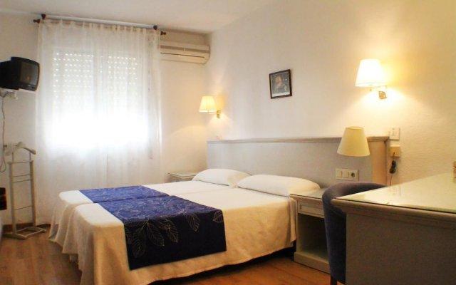 Отель Bari Испания, Кониль-де-ла-Фронтера - отзывы, цены и фото номеров - забронировать отель Bari онлайн комната для гостей